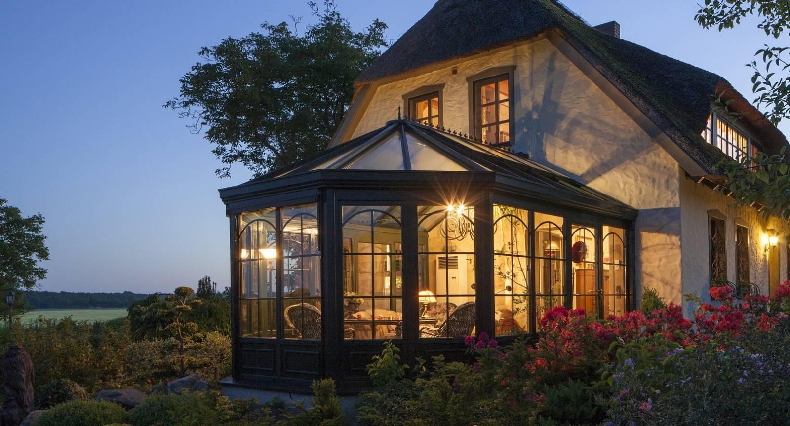 Comment agrandir ma maison avec une véranda en Normandie - Vallée de ...